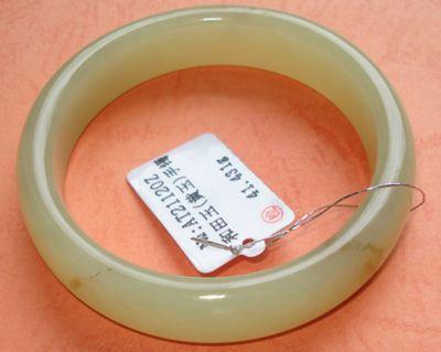 和田黄玉手镯   和田黄玉手镯,规格:内径:52.50mm 条粗:6.