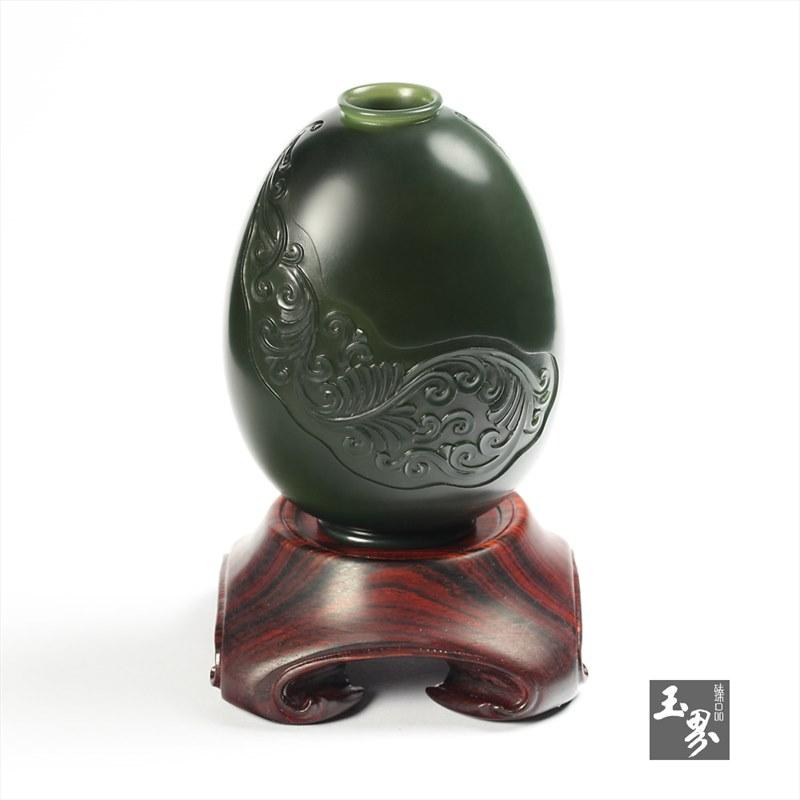青玉-纹饰雕花瓶