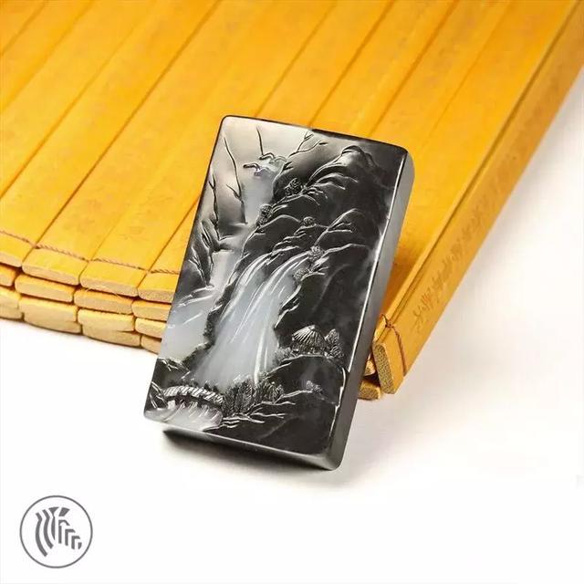 冯钤:和田玉墨玉青花的黑白水墨巧色创作浅谈